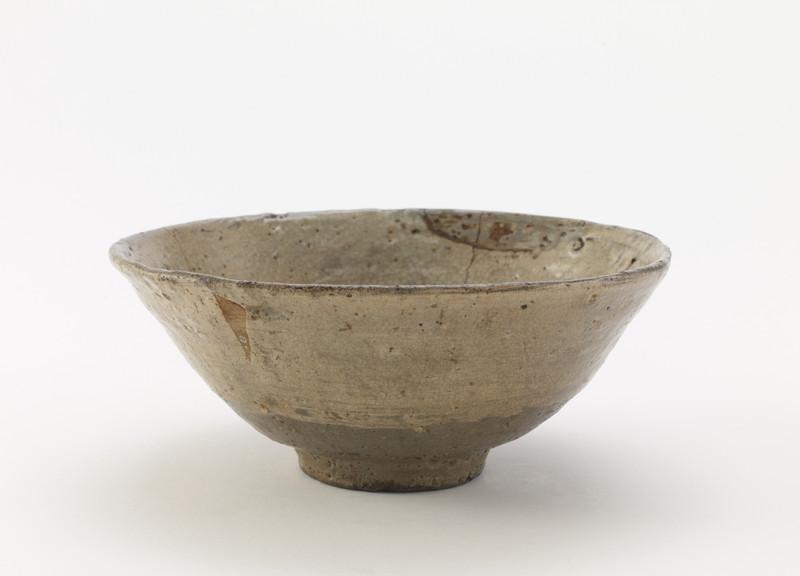 Tea bowl with brushed-slip decoration