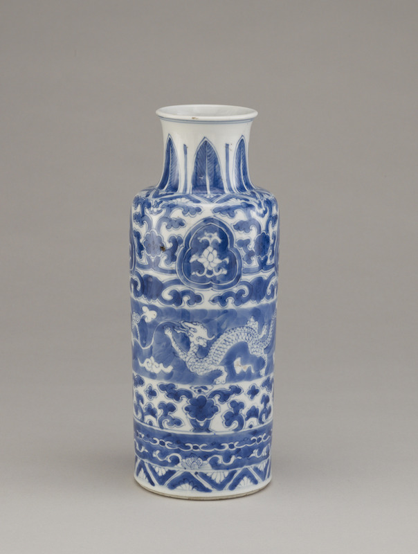 Rouleau-shaped vase