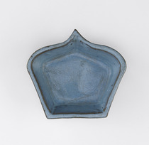 Dish in the form of a lotus petal